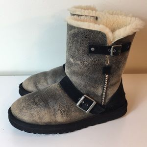Ugg classic short Genuine Sheepskin boots size 9